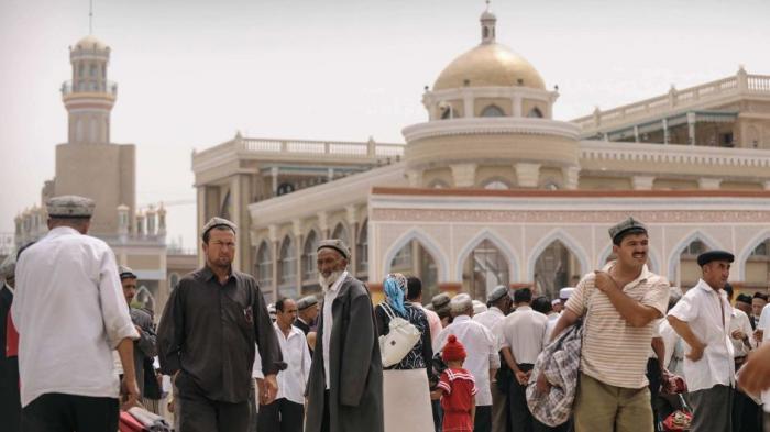 Muslim Uighur di Xinjiang, Tiongkok.