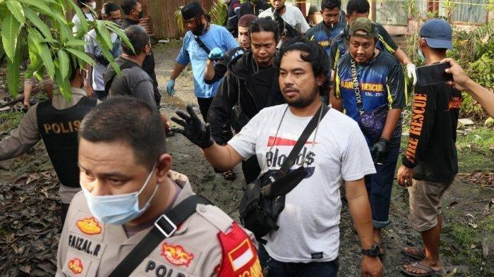 Evakuasi korban mutilasi di Jalan Belitung, Banjarmasin, Rabu (2/6/2021).