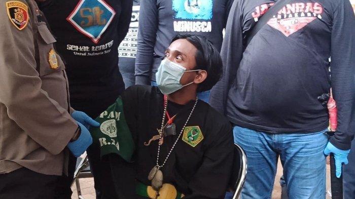 Pria Berpakaian Pencak Silat Kedapatan Bawa Badik saat Hendak Aksi 1812, Ngaku untuk Jaga Diri