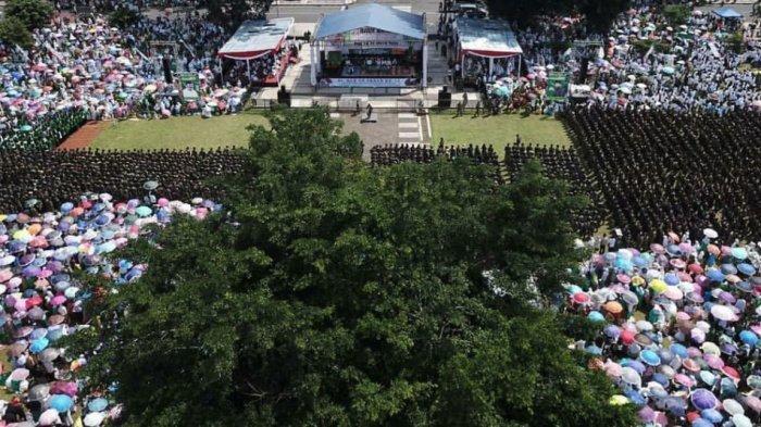 Ma'ruf Amin Bersama Ribuan Warga Hadiri Acara Harlah NU ke-96 di Alun-alun Wonosobo