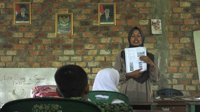 Mendikbud Nadiem Makarim Berikan Tunjangan Khusus untuk Guru Terdampak Banjir hingga 3 Bulan