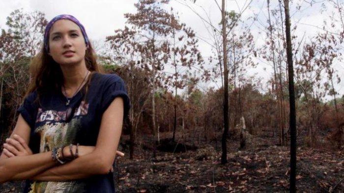 Nadine Chandrawinata Selalu Bawa Krim Matahari