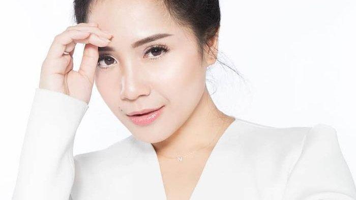Nagita Slavina Ajari Calon Istri Baim Wong Memasak di Dapur Rumahnya