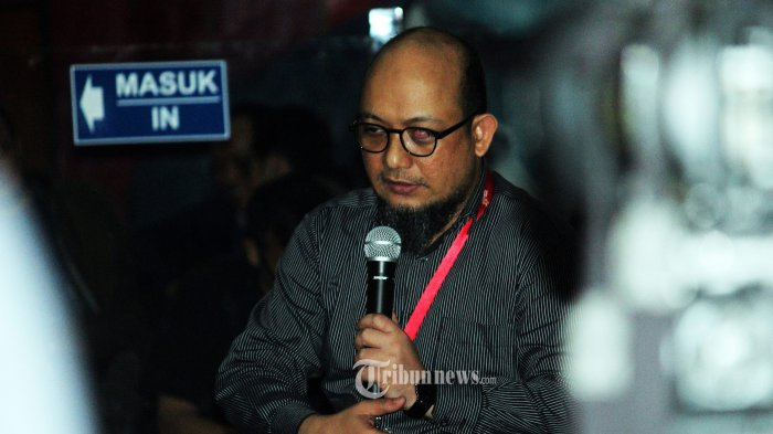 Penyidik KPK Novel Baswedan sedang diskusi di Lobi Gedung KPK, Jakarta, Kamis (11/04/2019). Acara tersebut memperingati 2 tahun atas penyerangan Penyidik KPK Novel Baswedan hingga sekarang kasusnya belum terungkap. TRIBUNNEWS/MUHAMMAD FADHLULLAH