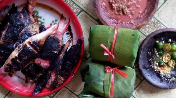 Sensasi Nikmat Nasi Gulung Plus Ikan Bakar Dengan Sambal Belacan - Tribunnews.com Mobile