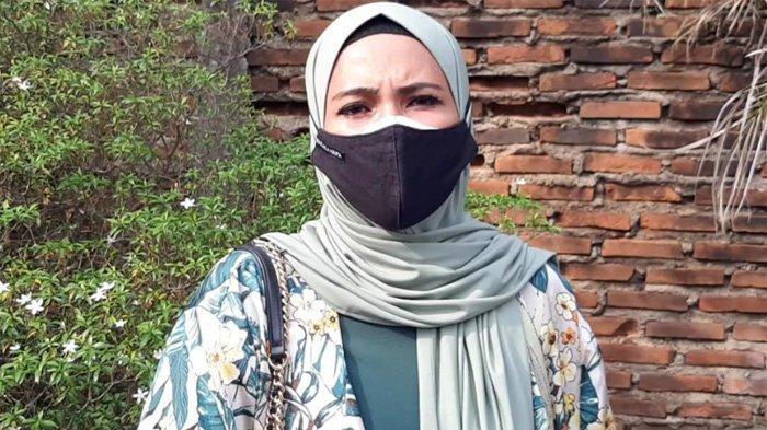 Natalie Sarah ketika ditemui di kawasan Jatinegara, Jakarta Timur. Anak Terpapar Covid-19, Natalie Sarah Dikucilkan di Lokasi Syuting