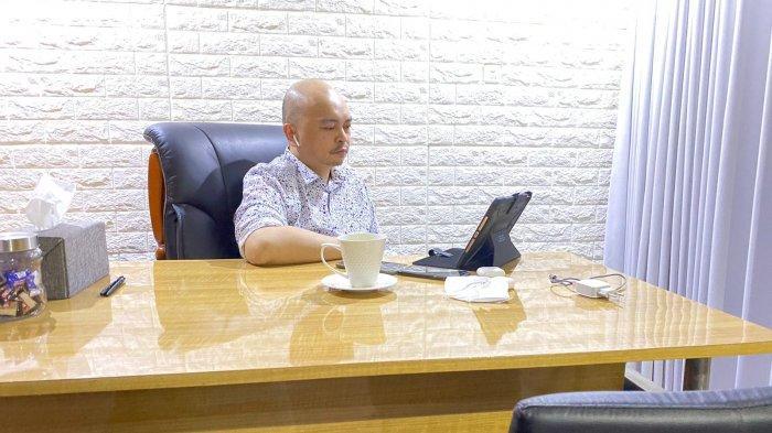 Founder Masekra Michael Umbas  mengikuti diskusi virtual bertajuk