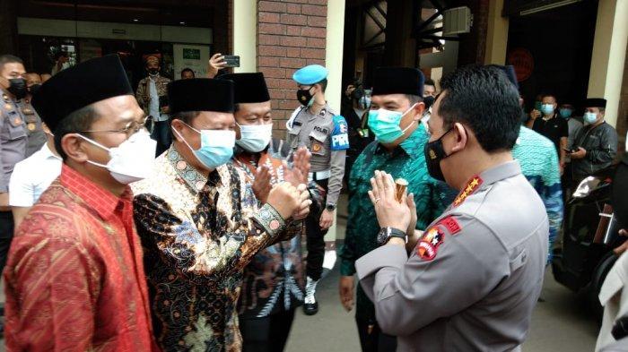 Kepala Kepolisian Negara Republik Indonesia (Kapolri) Jenderal Listyo Sigit Prabowo bersama sejumlah pejabat utama Mabes Polri bersilahturahmi ke kantor Pengurus Besar Nahdlatul Ulama (PB NU) Pusat, Jakarta Pusat, Kamis (28/1/2021).