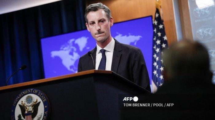 Juru Bicara Departemen Luar Negeri AS Ned Price berbicara kepada wartawan selama jumpa pers di Departemen Luar Negeri di Washington, DC pada 1 Maret 2021.