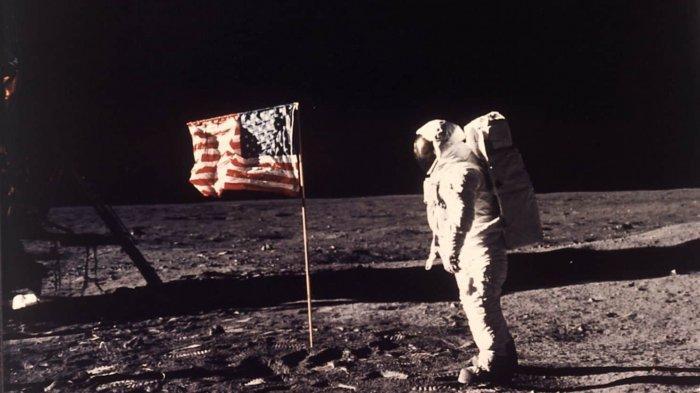 Ternyata Keberhasilan Neil Armstrong Mendarat di Bulan Berkat Temuan Mahasiswa Indonesia