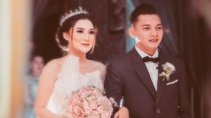 Nella Kharisma mengungkapkan kabar pernikahan menikah dengan Dory Harsa adalah benar adanya. (Instagram @shopee_id)