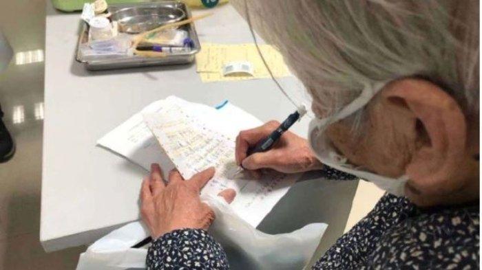 Nenek 90 Tahun Datangi RS Jam 2 Pagi, Rawat Anak yang Kena Virus Corona Sendiri, yang Lain Ketakutan