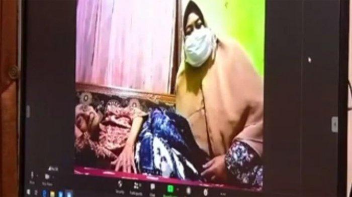 Potongan video conference dengan Nenek Kamtin.