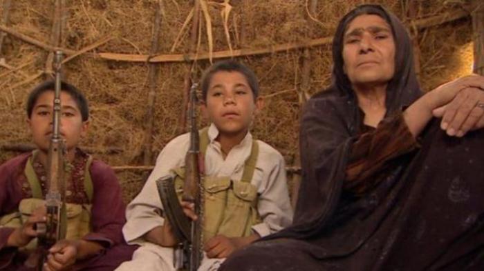 Ferozah dibantu kedua cucunya yang masih berusia remaja tak menghentikan perjuangan mereka melawan kelompok Taliban setelah pasukan Barat ditarik mundur dari Afganistan.