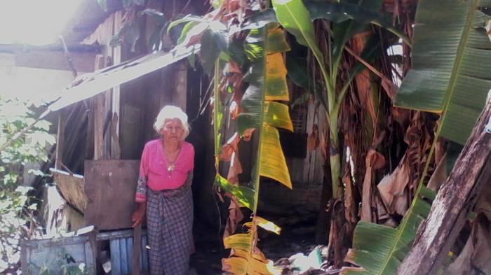 Kisah Nenek Rubisah: Ditinggalkan 6 Anaknya, Tinggal di Gubuk Dekat Sampah