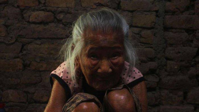 Cerita Mbah Sarni, Nenek Berusia 101 Tahun yang Tetap Berkarya Membuat Gerabah