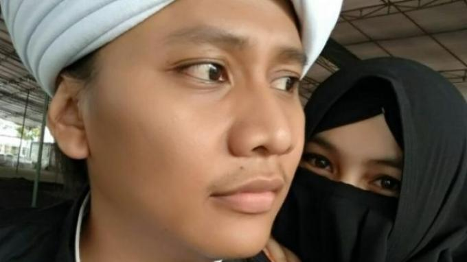 Sosok Nengmas Putriyanti yang justru dorong suaminya menikah lagi. Nengmas sendiri yang menyiapkan pesta walimahnya