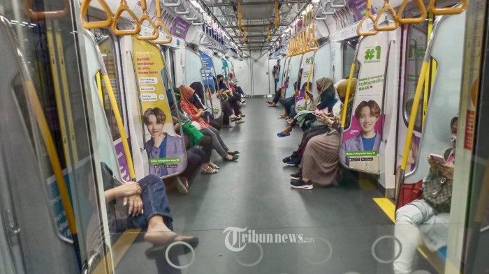 PENUMPANG MRT - Menghadapi New Normal, suasana penumpang kereta MRT dari Bundaran HI Jakarta Pusat terlihat masih lenggang, Rabu (3/6/2020). WARTA KOTA/HENRY LOPULALAN