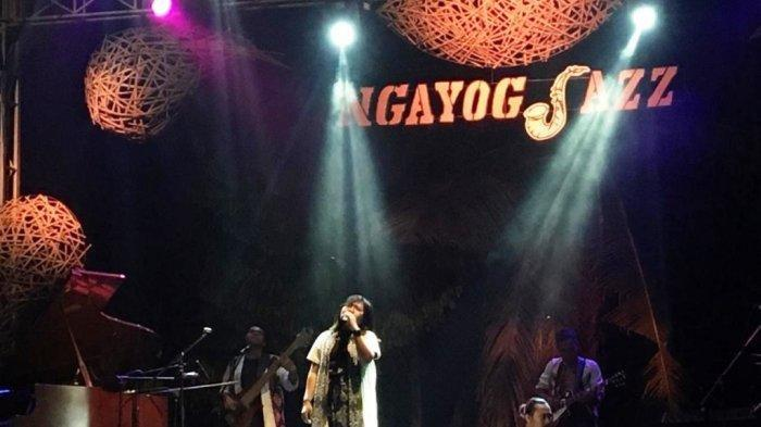 Suasana beberapa panggung di Ngayogjazz 2019 bertajuk Satu Nusa Satu Jazznya di Padukuhan Kwagon, Desa Sidorejo, Godean, Sleman Yogyakarta, Sabtu (16/11/19) malam