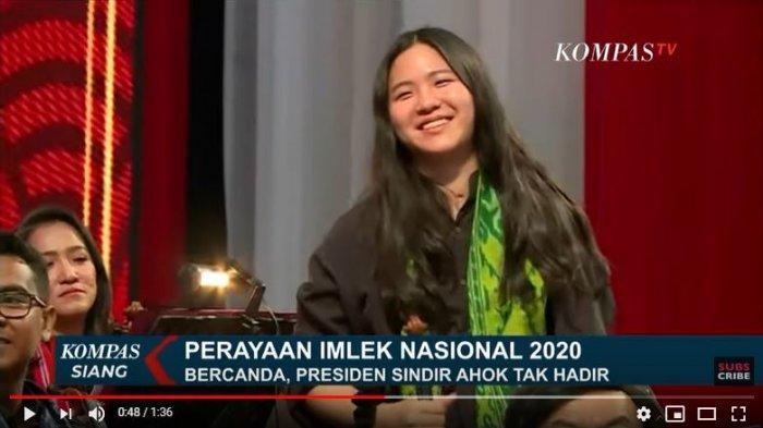Di tengah pidato Jokowi, soal kesuksesan warga keturunan Tionghoa, presiden, tiba-tiba memanggil nama seorang perempuan, yang ada di dalam barisan orkestra. Ternyata nama yang disebut, adalah putri Basuki Tjahaja Purnama, mantan Gubernur DKI Jakarta, yang kini menjadi Komisaris Pertamina.