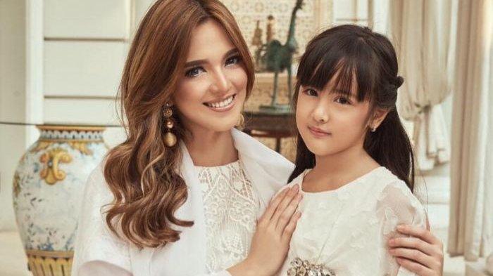Tak Kalah dari Nia Ramadhani, Mikhayla Tampil Cantik dengan Rambut Pink