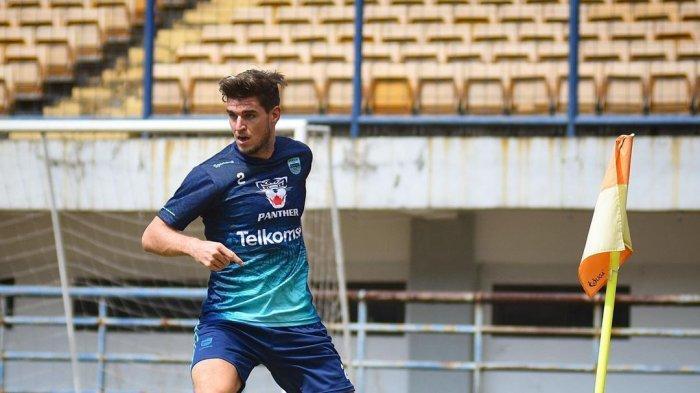 Nick Kuipers sedang berlatih demi bisa berkontribusi untuk Persib Bandung di BRI Liga 1 2021.