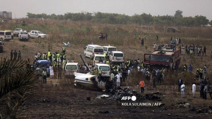 Kecelakaan pesawat militer Nigeria yang jatuh menewaskan tujuh penumpang di landasan pacu Bandara dekat ibu kota Nigeria Abuja, pada 21 Februari 2021. Sebuah pesawat militer Nigeria Beechraft KingAir B350 jatuh menewaskan tujuh personel di dalamnya saat kembali ke Bandara Abuja setelah melaporkan kerusakan mesin.