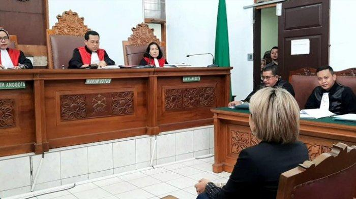 Nikita Mirzani jalani sidang kasus dugaan penganiayaan di PN Jakarta Selatan, Senin (24/2/2020).