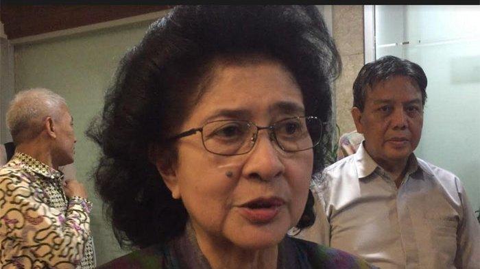 Menteri Kesehatan, Nila Moeloek saat ditemui di DPR, Jakarta Pusat, Senin (17/6/2019).