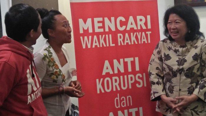 Seorang perempuan perancang sepatu sekaligus pemilik merek dagang sepatu kelas dunia asal Bali, Niluh Putu Ary Pertami atau Ni Luh Djelantik saat wawancara seleksi sebagai anggota legislatif yang diadakan Partai Solidaritas Indonesia (PSI) di DPP PSI pada Minggu (22/4/2018). TRIBUNNEWS.COM/GITA IRAWAN