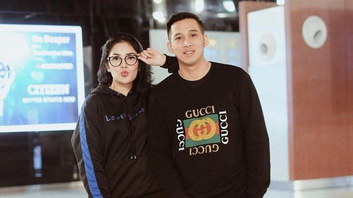 Askara Parasady Harsono terjerat narkoba, ini keterangan pihak kepolisian soal indikasi penyanyi Nindy Ayunda terlibat dalam kasus sang suami.