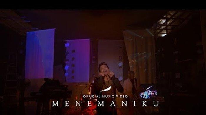 Download Lagu MP3 Menemaniku - NOAH, Lengkap dengan Lirik dan Video Klipnya