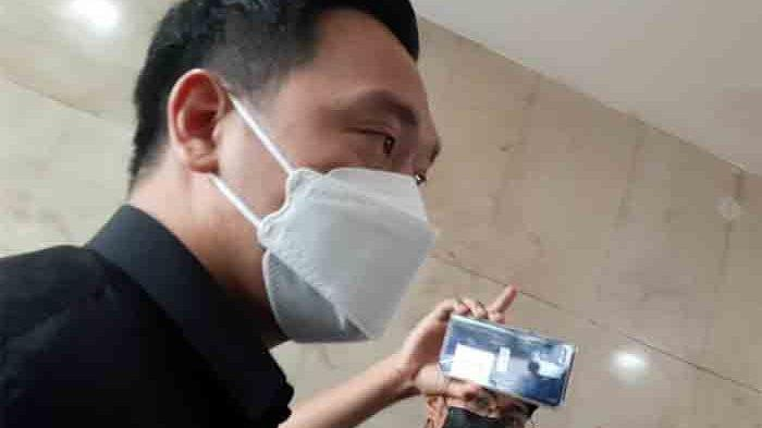 Michael Yukinobu saat tiba di gedunh Subdit Cyber Crime Polda Metro Jaya, Jakarta Selatan, Kamis (14/1/2021).