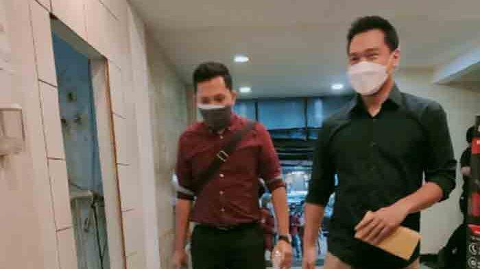 Michael Yukinobu Defretes kembali sambangi Polda Metro Jaya untuk wajib lapor, Senin (25/1/2021).