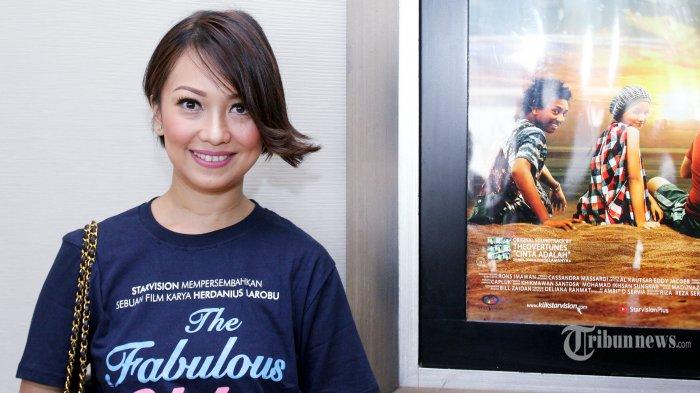 Pemain film Nola B3 saat menghadiri acara press screening film The Fabulous Udin di XXI Epicentrum, Jakarta Selatan, Selasa (10/5/2016). Film ini bukan hanya menceritakan tentang kelebihan Udin, tapi juga tentang persahabatan, keluarga dan cinta. Tribunnews/Jeprima