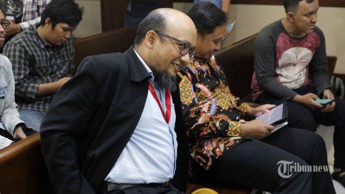 Penyidik KPK Novel Baswedan bersiap memberikan kesaksian bagi terdakwa mantan anggota Komisi II DPR Markus Nari pada sidang lanjutan kasus korupsi pengadaan KTP elektronik di Pengadilan Tipikor, Jakarta, Rabu (9/10/2019). Sidang tersebut beragendakan mendengarkan keterangan tiga orang saksi yang dihadirkan JPU KPK yakni mantan anggota Komisi V DPR yang juga terpidana kasus korupsi pengadaan KTP elektronik Miryam S. Haryani, Penyidik KPK Novel Baswedan, dan jaksa KPK Heryawan Agus. TRIBUNNEWS/IRWAN RISMAWAN