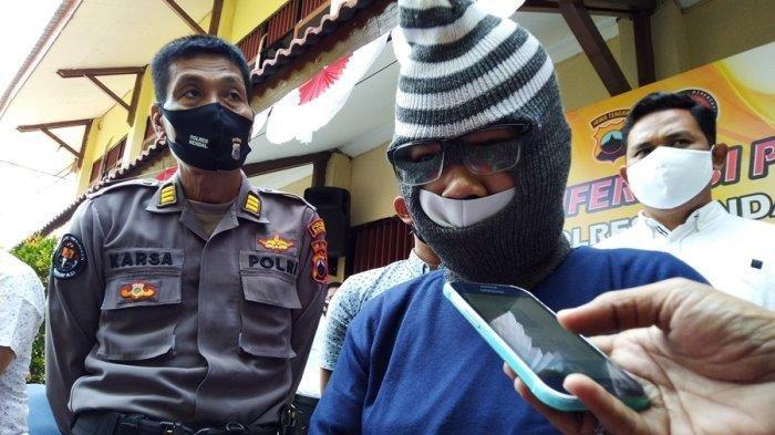 Novi Wahyuni (22) warga Sidorejo Kecamatan Karangawen Kabupaten Demak diringkus Satreskrim Polres Kendal seusai melakukan teror terhadap warga Jungsemi Kecamatan Kangkung Kabupaten Kendal selama 2 tahun terakhir, Senin (3/8/2020) saat konferensi pers di Mapolres Kendal.