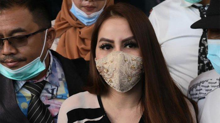 Nita Thalia usai jalani sidang di Pengadilan Agama Jakarta Utara, Jalan Raya Semper, Jakarta Utara, Selasa (1/12/2020). (ARI).