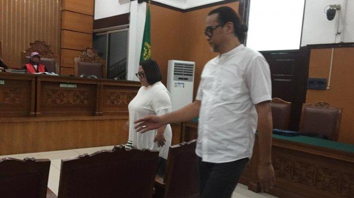 Nunung dan suaminya July Jan Sambiran ruang sidang Pengadilan Negeri Jakarta Selatan, Rabu (13/11/2019).