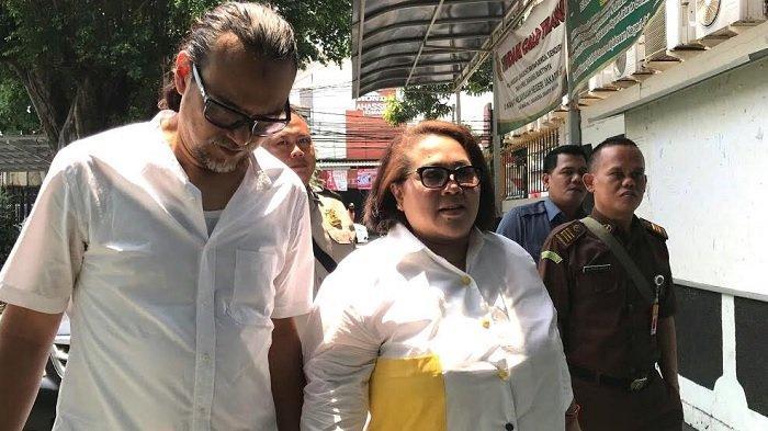 Nunung dan suaminya, JulyJan Sambiran saat ditemui di PN Jakarta Selatan, Rabu (23/10/2019).