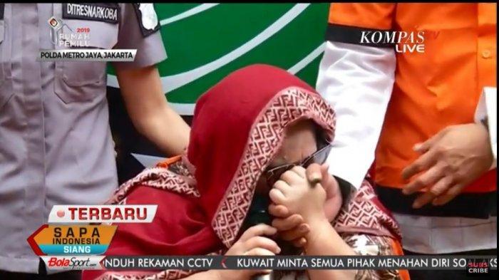 Nunung menangis terisak saat menyampaikan permintaan maaf pada suaminya, Senin (22/7/2019).