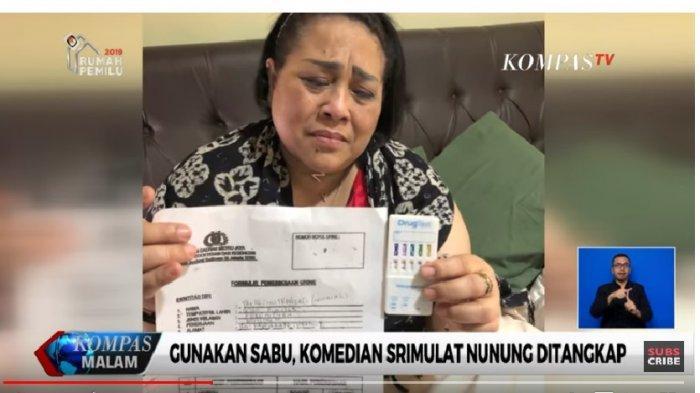 Nunung menangis tunjukkan bukti narkoba setelah dirinya ditangkap polisi karena terjerat narkotika