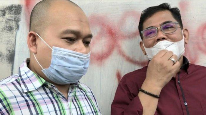 Nurdin Rudythia (kanan), didampingi kuasa hukumnya usai jalani sidang cerai dengan Nita Thalia, di Pengadilan Agama Jakarta Utara, Jalan Plumpang Semper, Jakarta Utara, Selasa (13/10/2020).