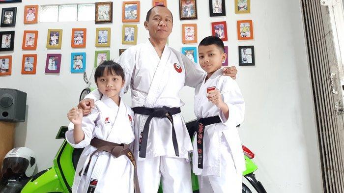 Dua kakak beradik Zahran Kautsar Fortius Kamarullah dan adiknya Zahira Aulyanissa Putri Kamarullah, didampingi oleh ayah sekaligus pelatihnya, Nurul Kamarullah