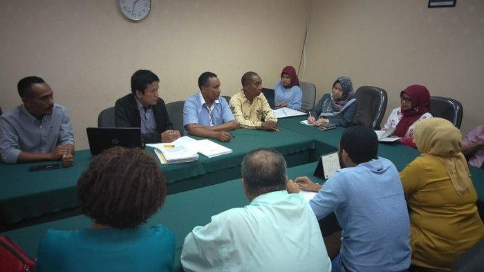 Bupati Kabupaten Alor Propinsi Nusa Tenggara Timur (NTT), Amon Djobo dilaporkan oleh sejumlah Aparatur Sipil Negara (ASN) ke  Bawaslu RI di Jakarta, Selasa (22/1/2019).
