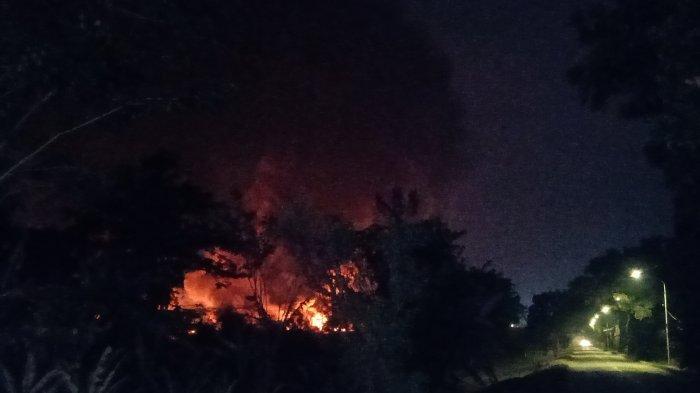 Hingga Malam Ini Kobaran Api di Kilang Balongan Pertamina Belum Padam