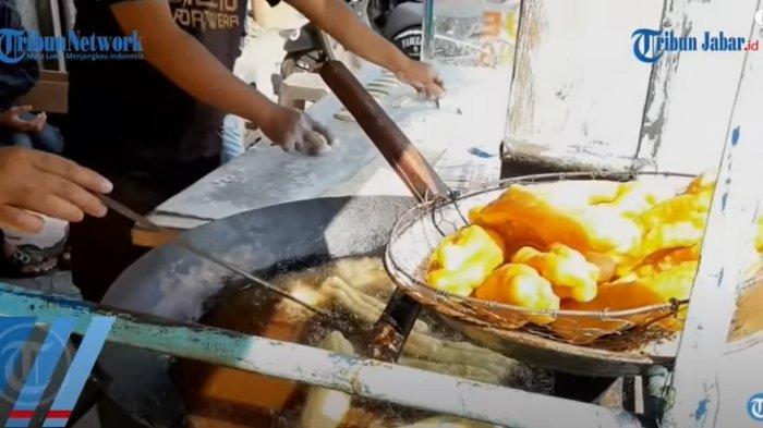 Kebanjiran Endorse Ade Londok Pembuat Video Promosi Odading Mang Oleh Beri Ibunya Cicin Emas Tribunnews Com Mobile