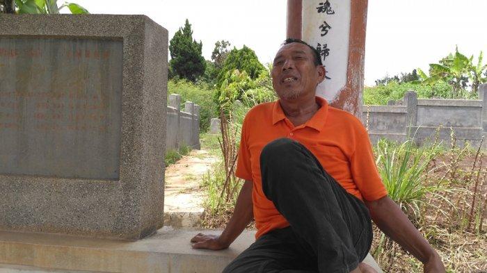 Karena Hal Misterius Ini, Odang Bertahan Merawat Makam Selama 20 Tahun
