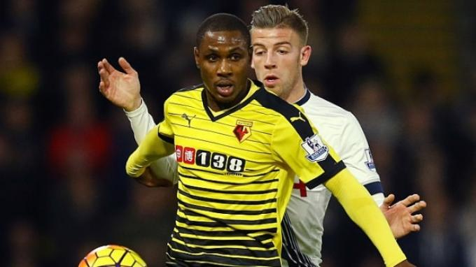 Odion Ighalo (kiri)