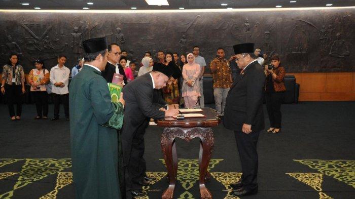Oesman Sapta Lantik Tujuh Anggota MPR PAW